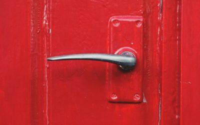 Jak pomalować przednie drzwi – Szybki poradnik