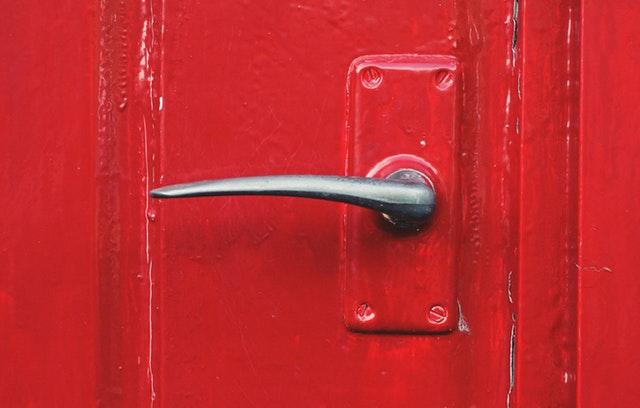 jak pomalować przednie drzwi