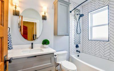 Przygotuj się na rewolucję w projektowaniu małych łazienek i pokochaj trendy łamiące zasady gry