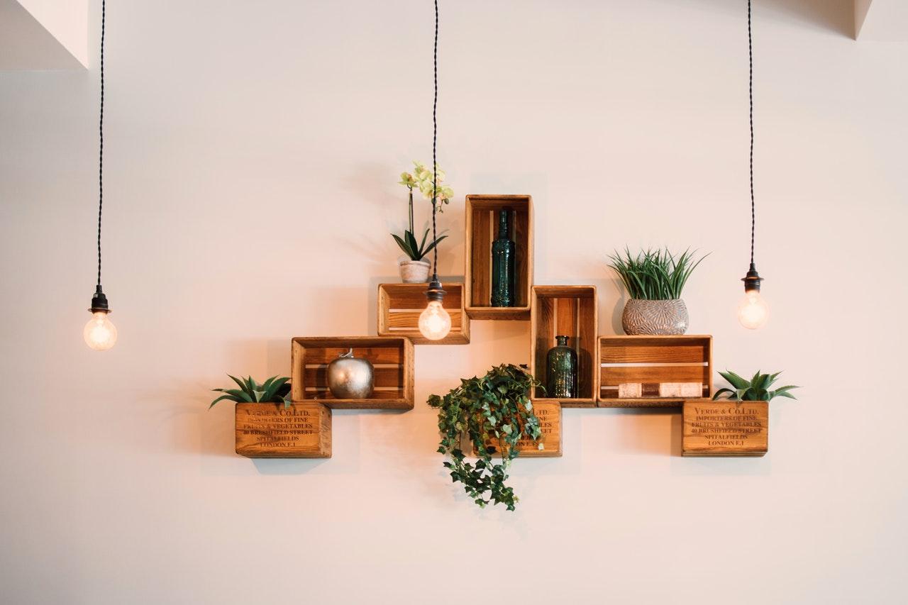 półki na ścianie