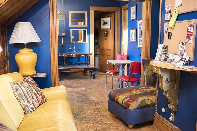 pomieszczenia-w-kolorze-niebieskim-klasyczne