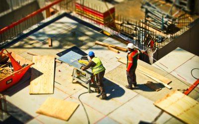 Budowa domu a prace na wysokościach – o czym należy pamiętać?